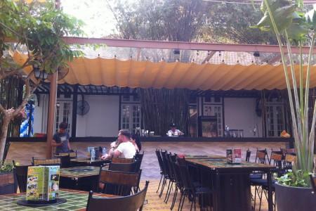 Nhận làm mái che di động nhà hàng quán ăn quận 9