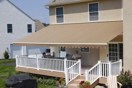 Vì sao nên lắp đặt mái che cho hiên nhà và ban công?